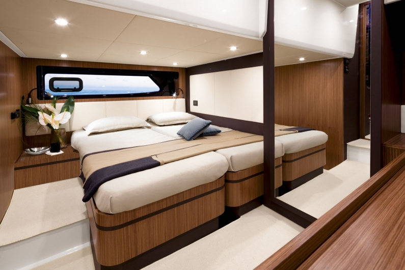 79_20150130131108_a43_guest_cabin_queen_size_bed